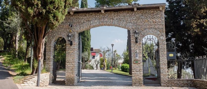 Hotel Mon Repos Entrance (2).jpg